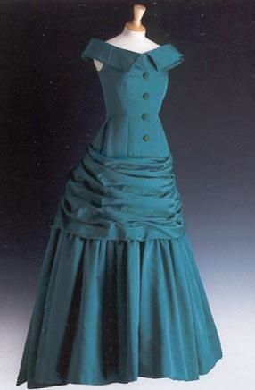Victor Edelstein designed this emerald ball gown - Diana