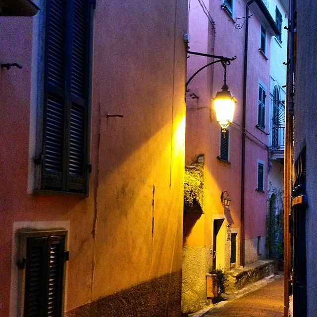 The narrow streets of Montemarcello.  #ohmyguide #travel #liguria #walkingtour #wanderlust #italy #italianbeauty