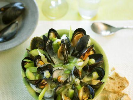 Gemüse-Muschel-Suppe mit Stachelbeeren