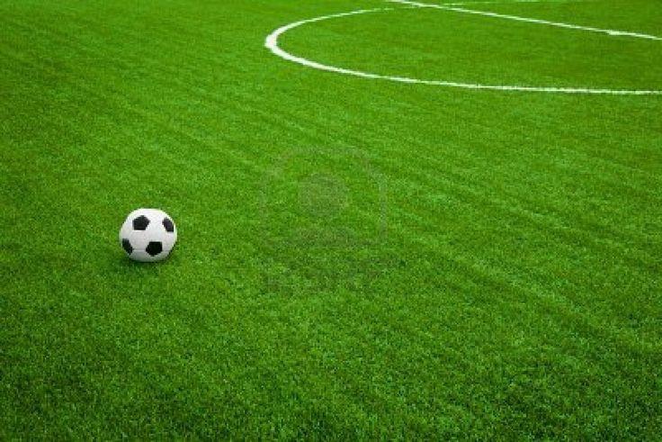 Campo de futbol con la pelota
