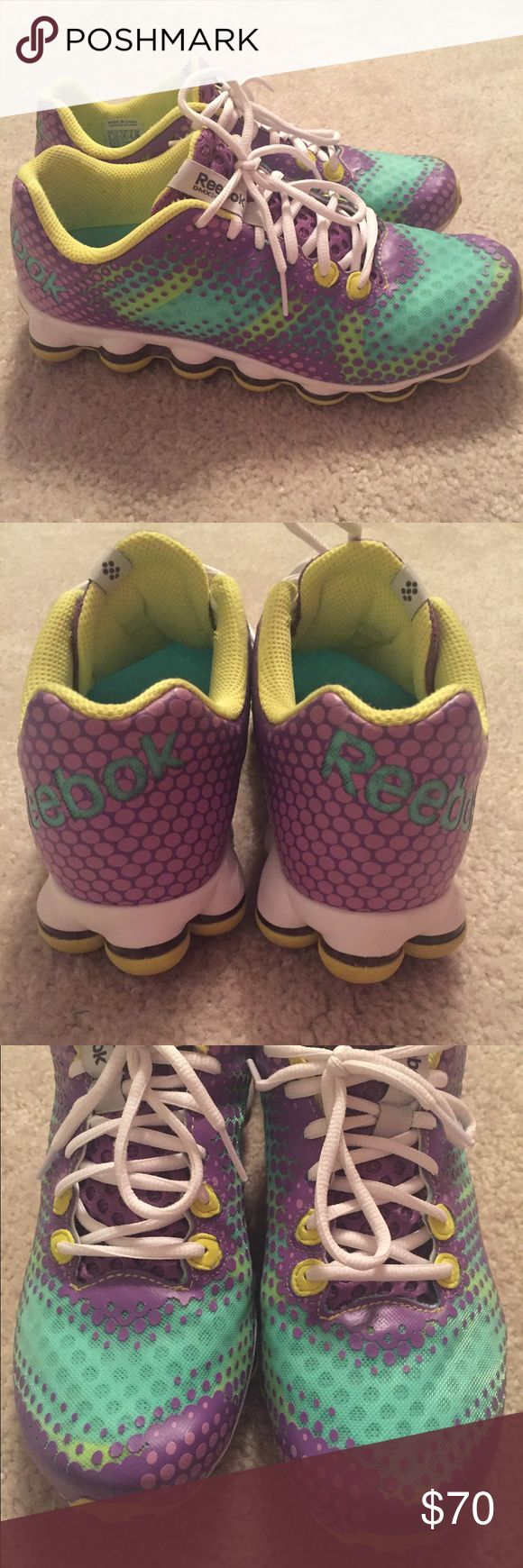 Women's Reebox Women's reebok running shoes. The word reebok on the Inside soles is rubbed off but otherwise, shoes still look great!!! No trades. Smoke free home. Reebok Shoes Athletic Shoes