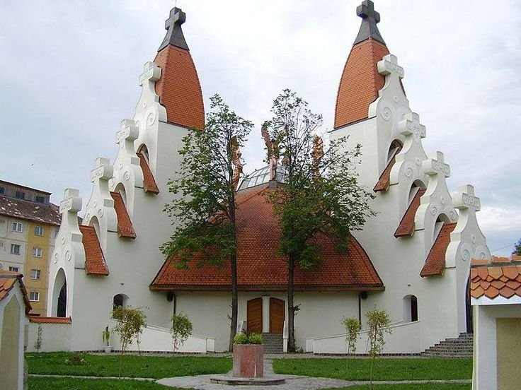 Erdély - Csikszereda - Millennuimi templom. Makovecz Imre épitész művész alkotása.