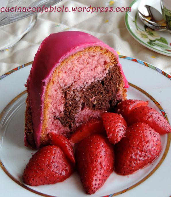 Ciambella alle fragole con cuore di Cioccolato http://cucinaconfabiola.wordpress.com/2014/06/06/ciambella-alle-fragole-con-cuore-di-cioccolato/#more-625
