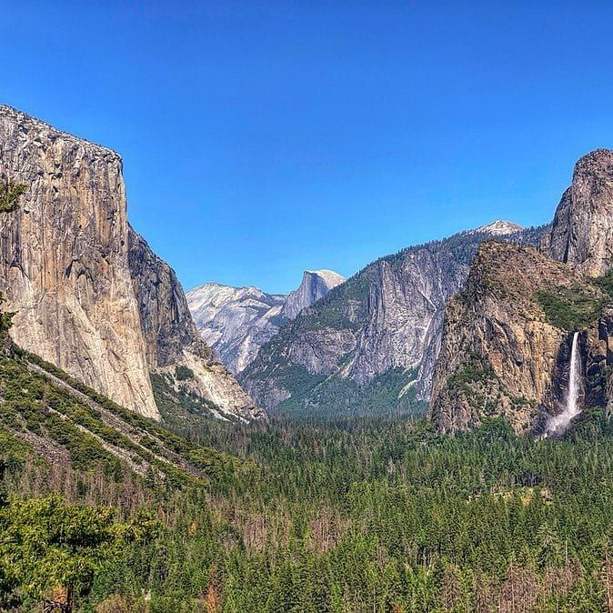 Tunnel View provides an expansive view of the Yosemite Valley! . . . . . . . . . . . #travel #travelphotography #travelblogger #travelling