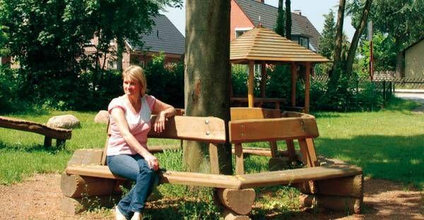 ideas para hacer mesa alrededor de un arbol en el jardin
