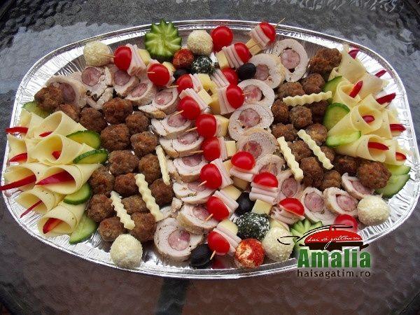Cateva dintre ideile de aranjare a aperitivelor reci, platourilor cu aperitive si ornare a salatelor, care sper sa va fie de folos.