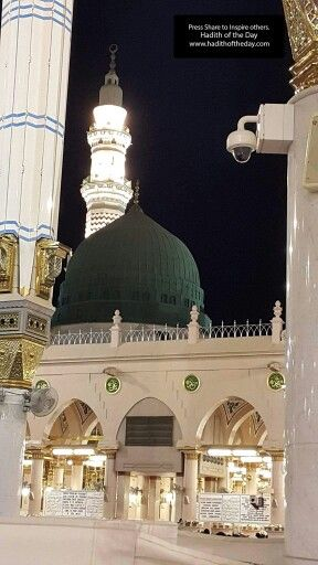A stunning picture of the green dome of masjid al nabavi #Medina