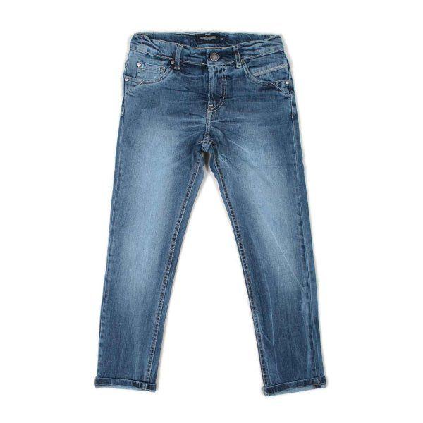 Iconici jeans per bambini e ragazzi blu chiaro della linea di abbigliamento Bambino e Teenager firmata Aston Martin Junior. Realizzati in resistente denim di cotone leggermente stretch dal tenue effetto stone washed
