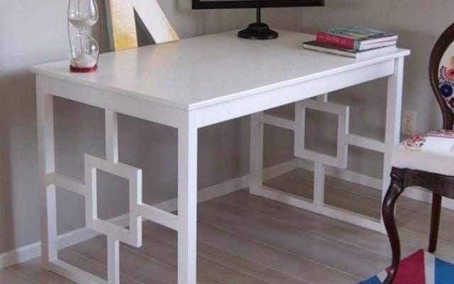 Scrivania Bianco Chic - Ikea Fai da te QUESTO IKEA HACK TRASFORMA UN TAVOLO DA PRANZO BASIC IN UNA SCRIVANIA MODERNA E CHIC. La scrivania rappresenta il cuore del nostro Home Office.ESSENDO L'ELEMENTO SU CUI SI FOCALIZZA L'ATTENZIONE DI C #ikea #scrivania #ufficio #faidate