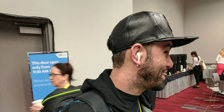 The first app to find your missing AirPod(s) arrives…do yours fall out? [Poll] | 9to5Mac
