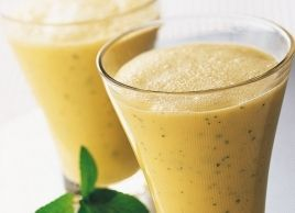 2 large bananas, 1 canpeach halves,  200 g plain low-fat acidophilus yogurt,  1⁄3 cup chopped fresh mint,  1 tbs honey, 1 1⁄4 cups freshly squeezed orange juice,  sprigs of fresh mint to garnish (optional)