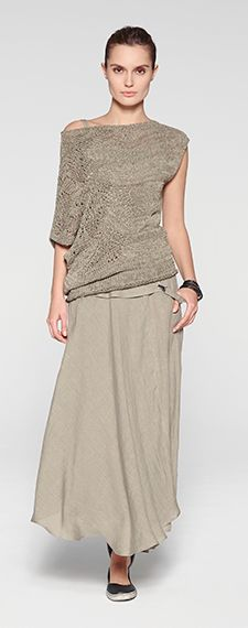 Greige outfit by Sarah Pacini. Long asymmetric skirt and knitted pullover.