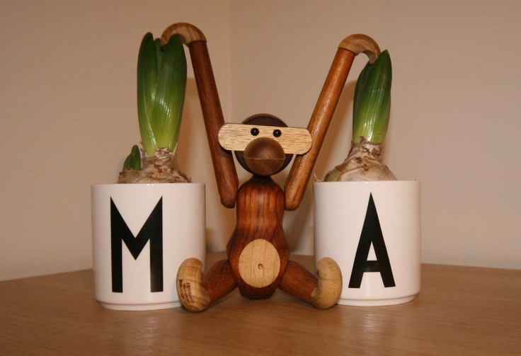 pientä mutta suurta: Hyacinths with monkey by Kaj Bojesen and design letter cups by Arne Jacobsen