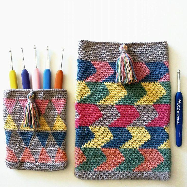 Olé olé el tapestry crochet! Fundas de viaje para llevar todo ordenado. Colores que son amores. Feliz día corazones!  Olé olé the tapestry crochet! Travel covers for little things. Colors are loves! Happy day hearts!