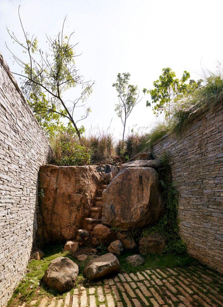 courtyard garden making the most natural rock | adamchristopherdesign.co.uk