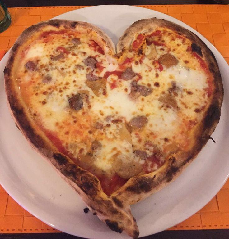 Pizza @ Mangia Napoli 2.0, Milazzo (Messina), Sicily