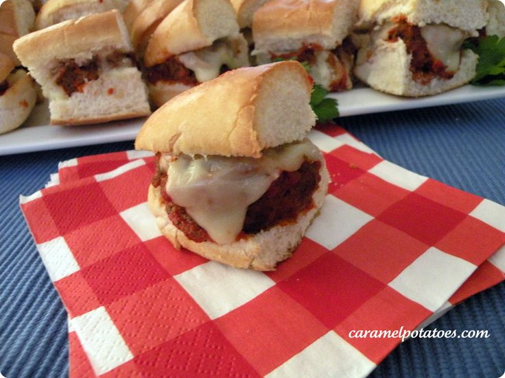Meatball Sliders perfect for gameday or parties! from caramelpotatoes.comFood Ideas, Yummy Food, Meatballs Sliders, Anytime Parties, Dinner Ideas, Parties Ideas, Maine Courses, Ez Meatballs, Parties Nom