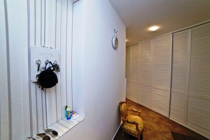 прихожая, четырехкомнатная квартира на продажу, район Ружинов, Братислава, Словакия.