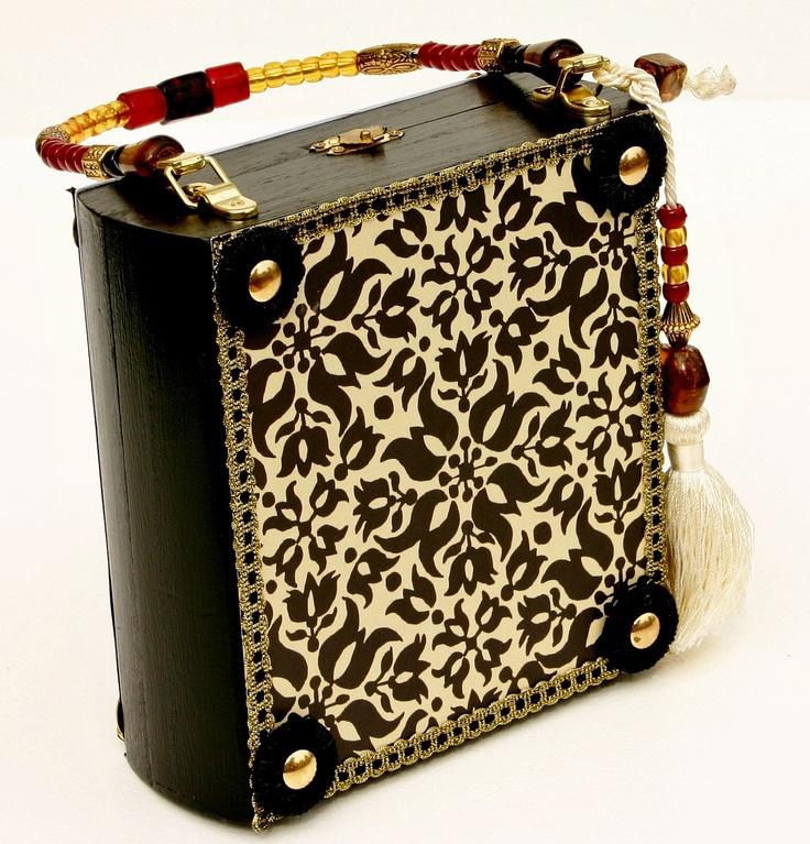 Cigar Box Purse, Purse, Cigar Box, Handbag, Purse, Old Victorian Style with Black and Gold Simple but Elegant.
