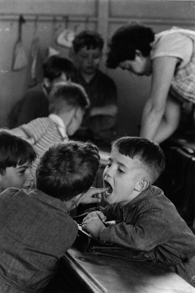 Atelier Robert Doisneau |La Dent | Galeries virtuelles desphotographies de Doisneau - Enfants