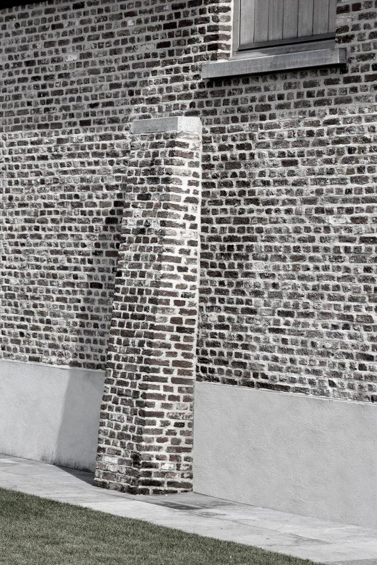 Referenties | Bouw-iD De steunbeer geeft een extra dimensie aan het gebouw. De gevelsteen is in kruisverband verwerkt.