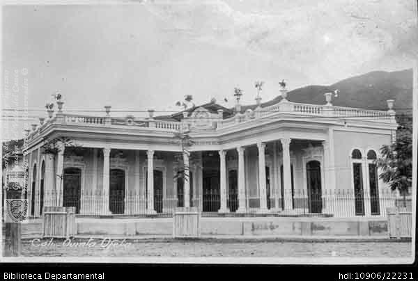 Casa Quinta Ofelia, ubicada entre el paseo Bolívar y la Avenida Ayacucho (avenida 6) hacia el Norte. Santiago de Cali,  1950.