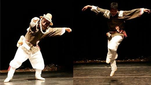 Korea, Talchuem. Goseung Ogwangdae. 고성오광대 탈춤의 문둥이춤입니다. 문둥이 소고춤이라고도 하죠 :-) 문둥이의 애환을 표현하는데도, 아주 멋들진 춤이죠.
