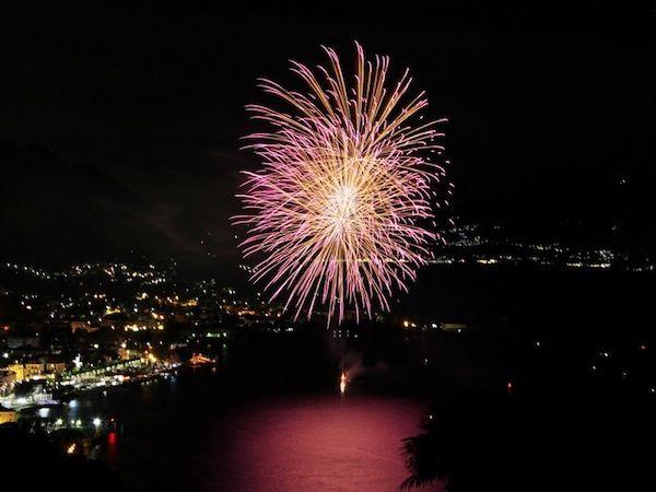 Fuochi d'artificio a Luino #varese #varesenews #luino