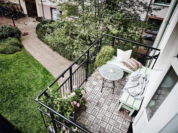 Een Scandinavisch appartement met prachtige lichtblauwe keuken - Roomed