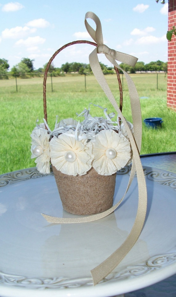 Peat pots decorated with beautiful handmade flowers