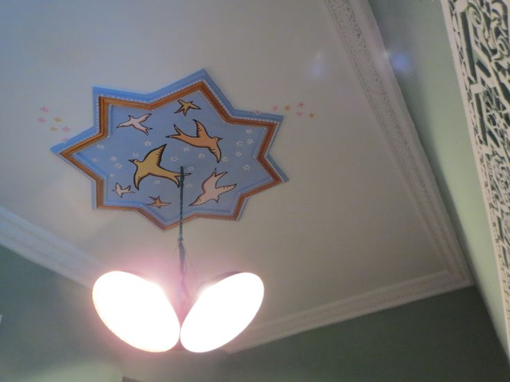 Painting a star at Riad BE Marrakech