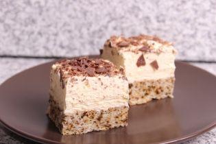 Prăjitură cu nucă şi cremă de vanilie