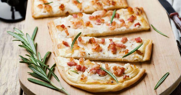 Podpecníky s kyslou smotanou a slaninou - dôkladná príprava krok za krokom. Recept patrí medzi tie najobľúbenejšie. Celý postup nájdete na online kuchárke RECEPTY.sk.