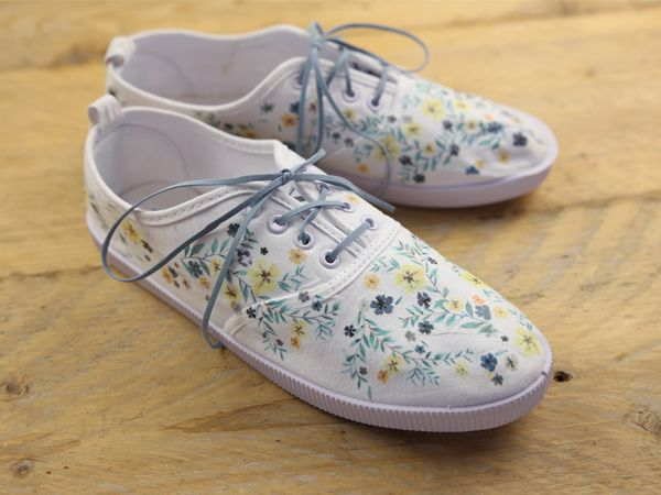 DIY Tutorials: How to decorate shoes with printed design via DaWanda.com