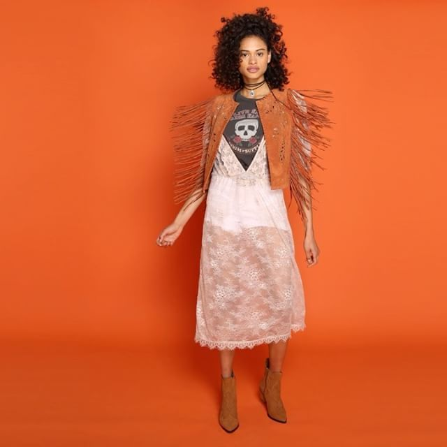 Zo style je één van de leukste festivaltrends deze zomer: Desert Heat    Oh en vergeet niet ELLE's festivalquiz te doen om kans te maken op @zalando-cadeaubonnen! #gogogo #linkinbio #festival #season #watisjouwfestivaltrend? #spon  via ELLE HOLLAND MAGAZINE OFFICIAL INSTAGRAM - Fashion Campaigns  Haute Couture  Advertising  Editorial Photography  Magazine Cover Designs  Supermodels  Runway Models