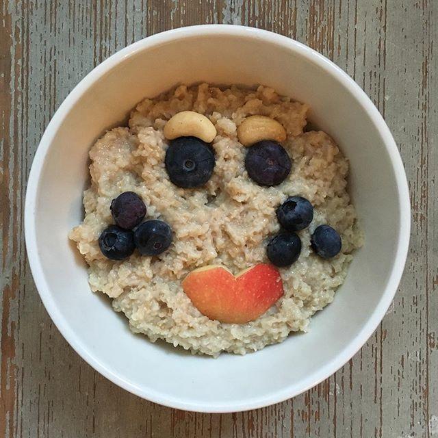 Graceful Tuesday my Friends! Vihkeää tiistaita Ystävät 💋 #graceful #monalisa #monalisasmile #smile #puuronaama #puuroonparasta #puuroemojit #emoji #terveellisetherkut #terveellinenelämä #elovena #suosittelesuomalaista #hymyile #säootparas #porridgestagram #porridgepassion #porridgelover #breakfast #porridgesmileys #foodsmileyface #healthyfood #gratitude #youarethebest #everydayisanewopportunity #allways #remember #that 🙏🏻