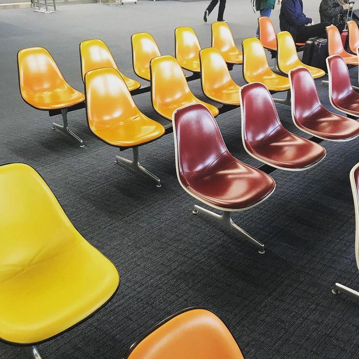 Eames Shell Chair Nauga Leather bench 鹿児島空港 Kagoshima Airport   1972年に建てられた鹿児島空港には  当時設置されたイームズベンチ並んでいます。  鹿児島空港創業時に設置され、壊れてはリペアされて大切に愛用されて続けているようです。  本日東京へ帰ります。明日より元気に営業致します!  皆様のご来店を心よりお待ちしています。  #ミッドセンチュリー #オランダ #買い付け