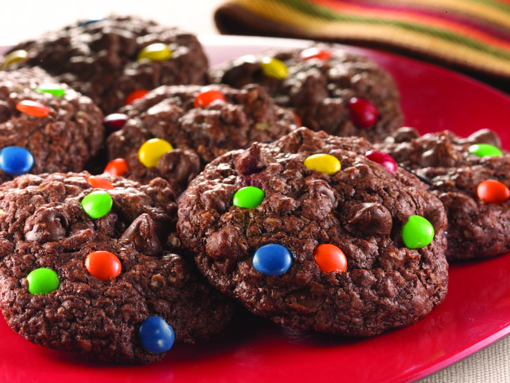 Chocolate Chewy Candy Oatmeal Cookies | Duncan Hines®