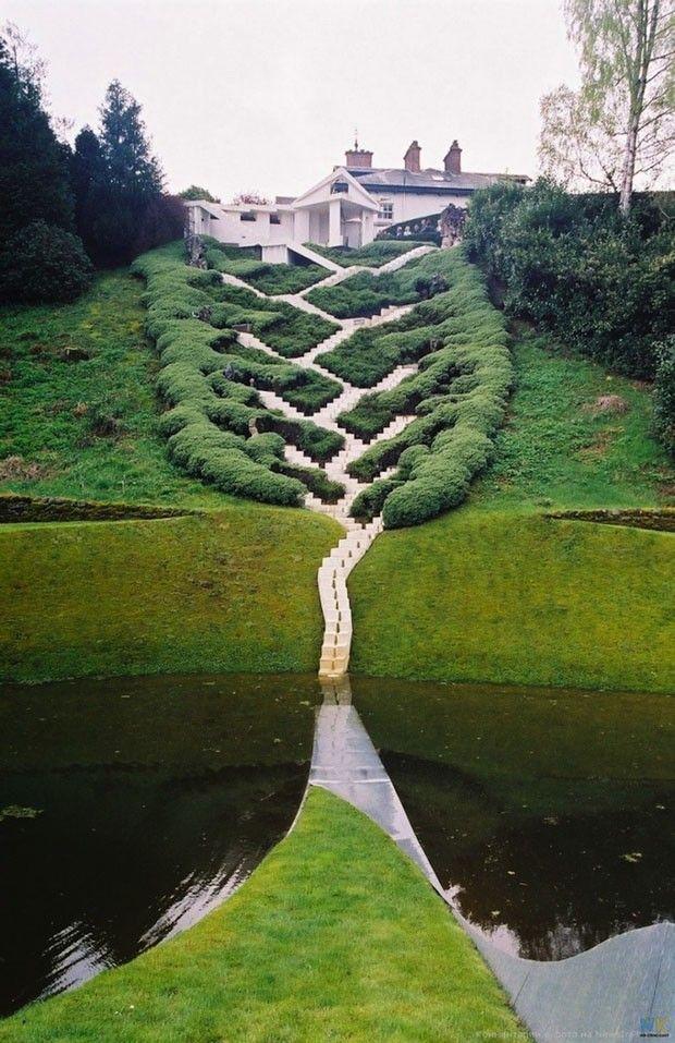 Jardins contam história do Universo  Obras têm autoria do paisagista Charles Jencks