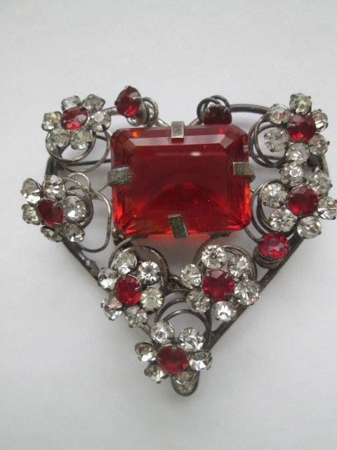 Vintage Heart Brooch  I usually don't care for heart jewelry - too sentimental - but this is gorgeous and I'd definitely wear it