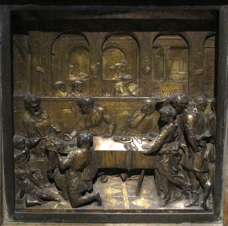 """Il """"Banchetto di Erode"""" è un rilievo in bronzo dorato di Donatello, realizzato per il fonte battesimale del Battistero di Siena, dove si trova tuttora, tra il 1423 e il 1427. È di forma quadrata, con il lato di 60 cm. Il rilievo è costruito con la tecnica dello stiacciato, eccetto le figure del proscenio, fuse ad altorilievo in modo da creare un più forte stacco con lo sfondo."""