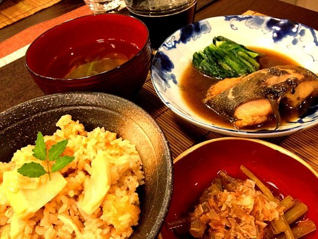 お吸い物には、絹さや、新玉、椎茸、みょうがを入れました。 今日は夜お出かけだったので、すぐ食べられるように作っておきました。こういう日には和食はとても便利です✨ - 52件のもぐもぐ - たけのこご飯、子持ちカレイの煮付け、ふきの煮物、お吸い物 by masako522
