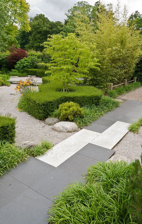A tranquil and contemporary japanese style garden to for Contemporary japanese garden design