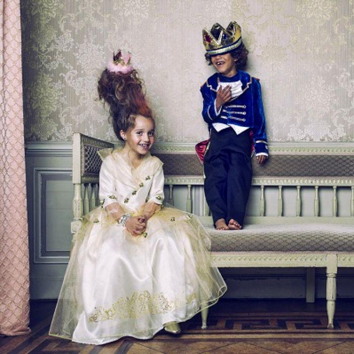 Sublime robe de princesse et adorable déguisement pour un petit prince. Idéal pour des fêtes costumées chics & tendances.