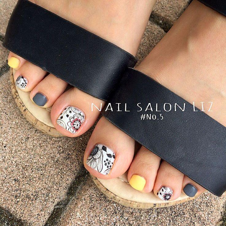 saori hiroさんはInstagramを利用しています:「オシャレ姉妹の妹ちゃん♡Y様♡ ご持参の画像を参考に… 北欧デザインのfoot nail…」