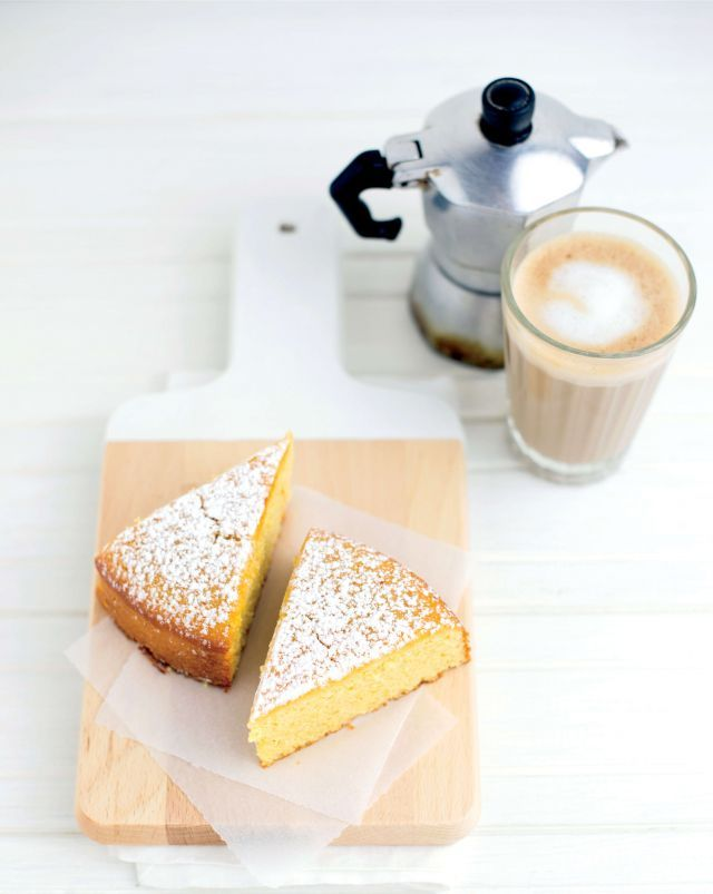 Torta di mais e mandorle al limone. Ricetta e Foto di Barbara Toselli. Tratta dalla rivista Cucina Naturale.