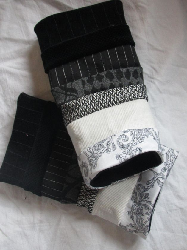 Pulswärmer in schwarz/grau/weiß. Stulpen sind Armschmuck und Pulswärmer in Einem. Stulpen schmücken jeden Ärmel, Pulswärmer schmeicheln dem Handgelenk und passen zu jedem Outfit. Die Pulswärmer...