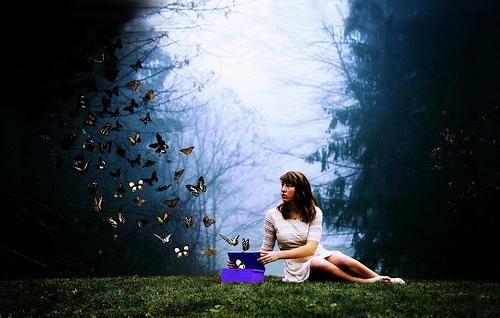 O segredo da felicidade está em ser livre para fazer tudo aquilo que gosta e deixar para trás tudo que lhe faz mal. Viva como quiser para poder ser feliz.