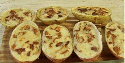 Рецепт жульена с грибами и луком, очень необычный - в съедобной кокотнице из картофеля. Ингредиенты. Подробное описание приготовления.