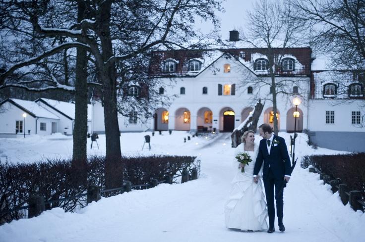 Winter wedding in Sweden (Yxtaholm castle)